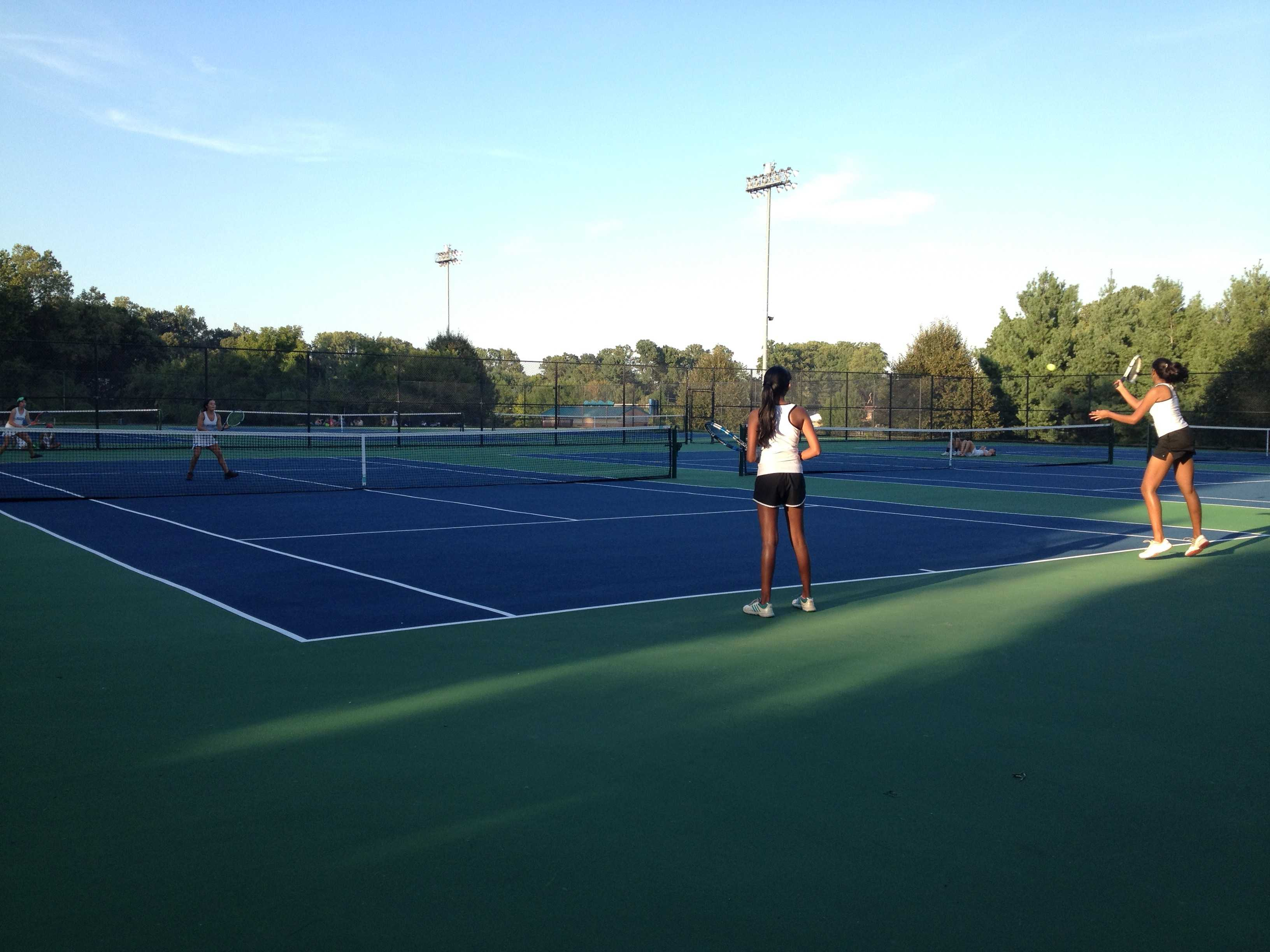 Girls tennis falls to Whitman in thrilling matches