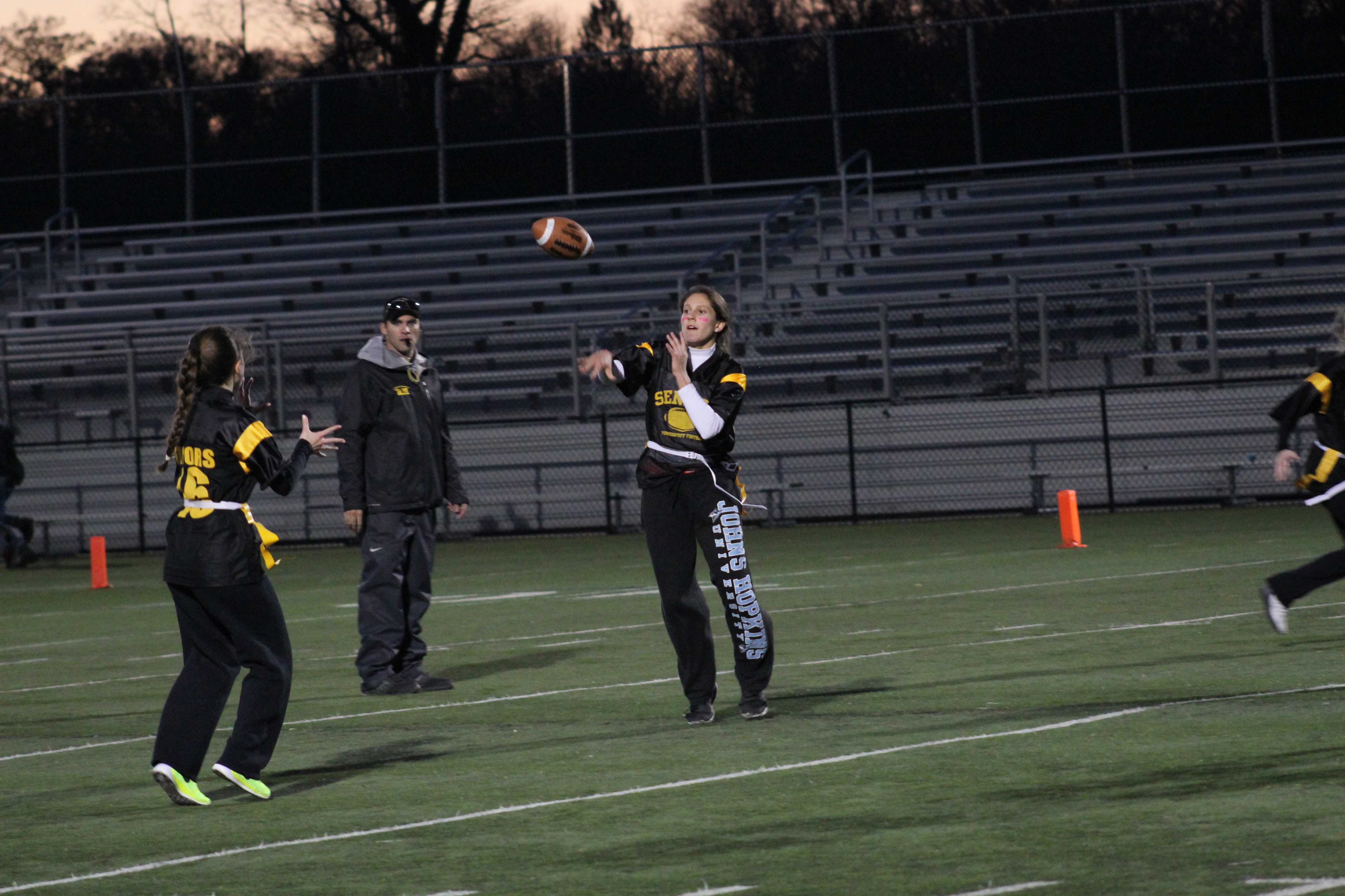 Seniors come out victorious in Powderpuff game, defeating juniors in final game