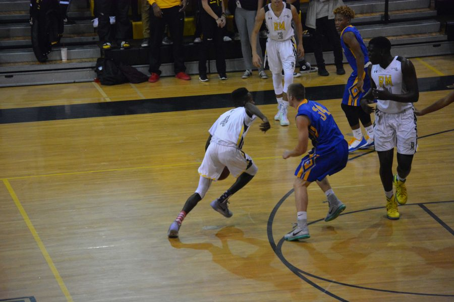 RM+Boys+Basketball+falls+to+Gaithersburg+in+first+game+of+the+season