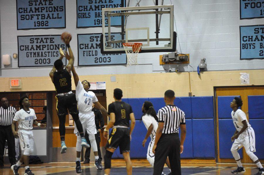 RM+boys+varsity+basketball+bounces+back+in+victory+over+Springbrook