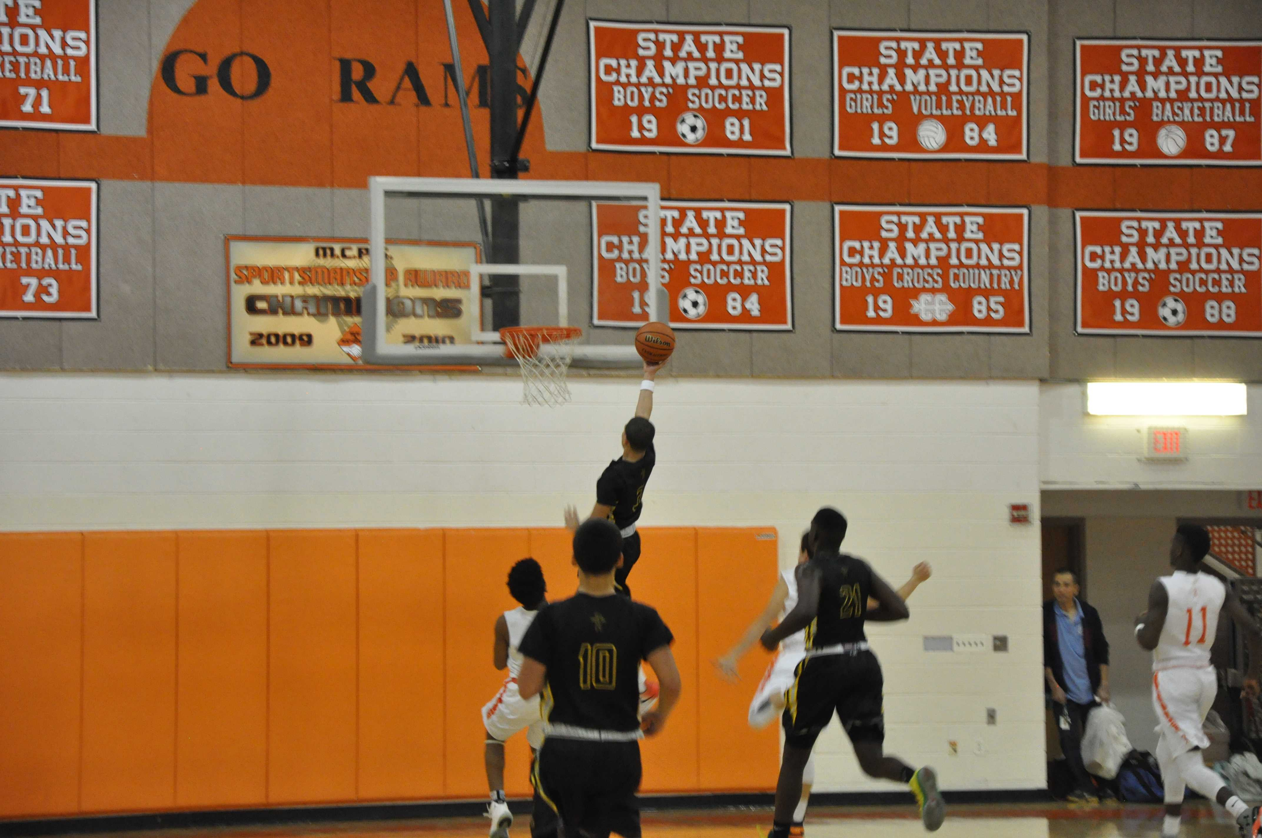 RM boys basketball defeats Rockville for second time in 2015-2016 season