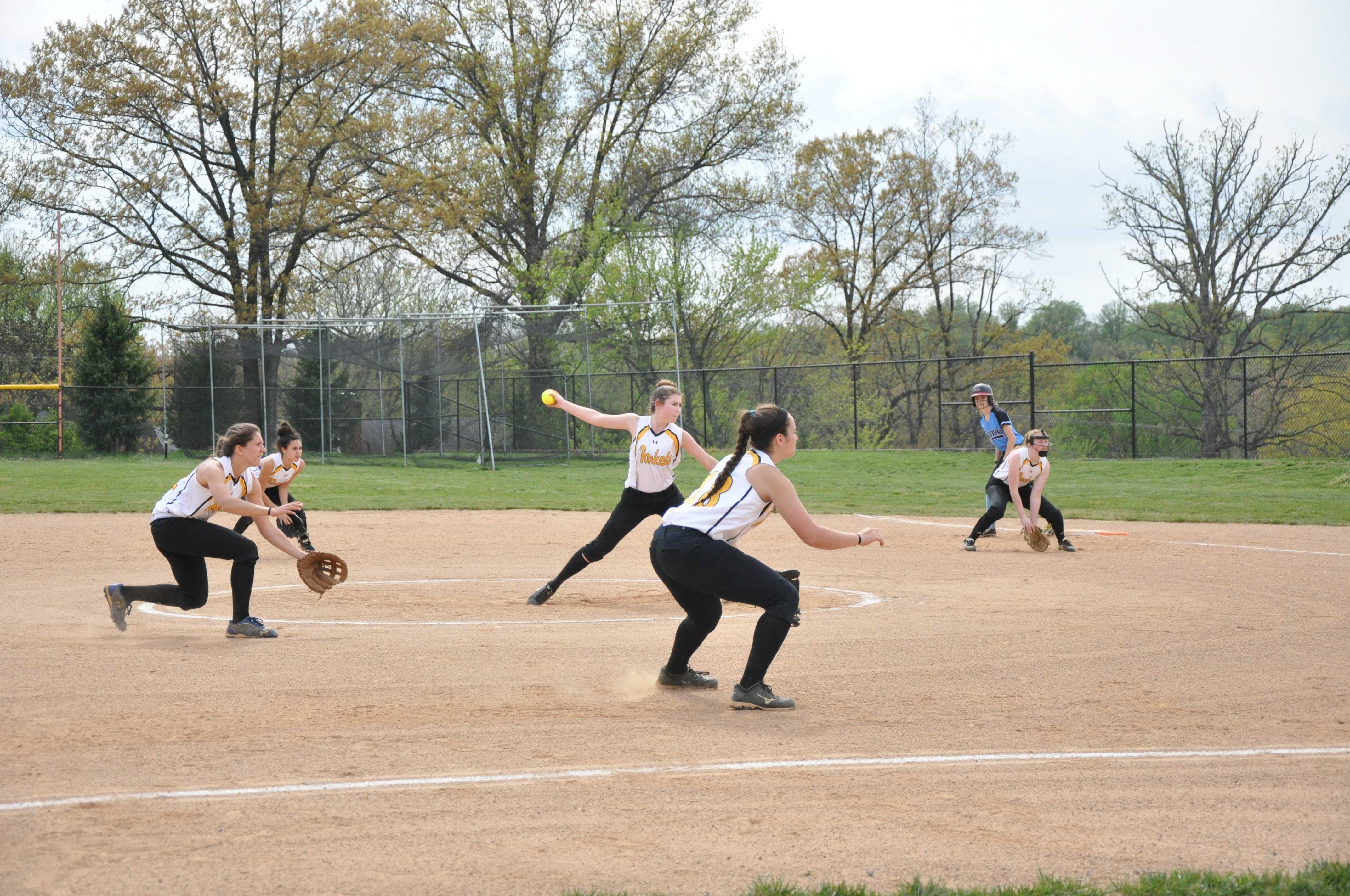 RM softball defeats Whitman after scoring nine runs in one inning