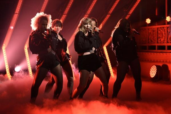 "Music review: Does Taylor Swift recover her ""reputation""?"