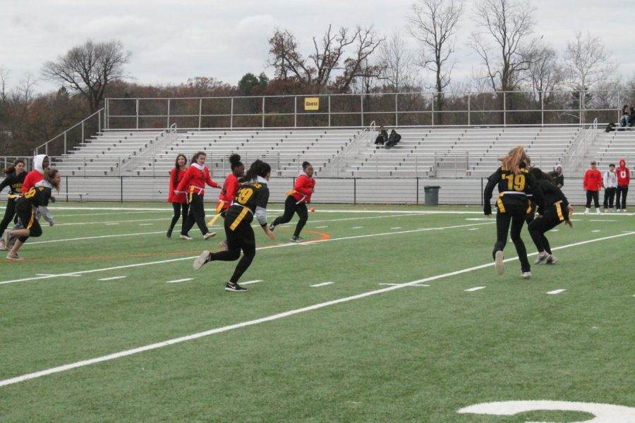 The juniors faced off against the seniors in the powderpuff playoff game.