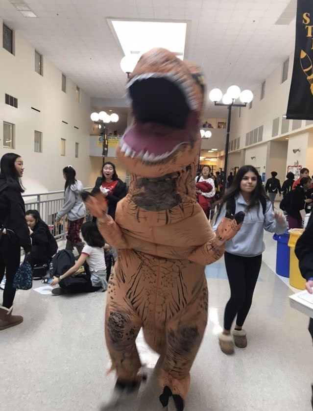 Sophomore+Anand+Chitnis+wears+a+dinosaur+costume+on+Main+Street+to+attract+donations.
