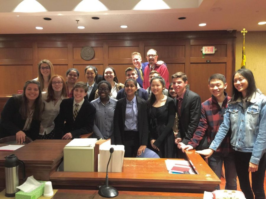 Members+of+the+mock+trial+team+gather+in+the+court+house.