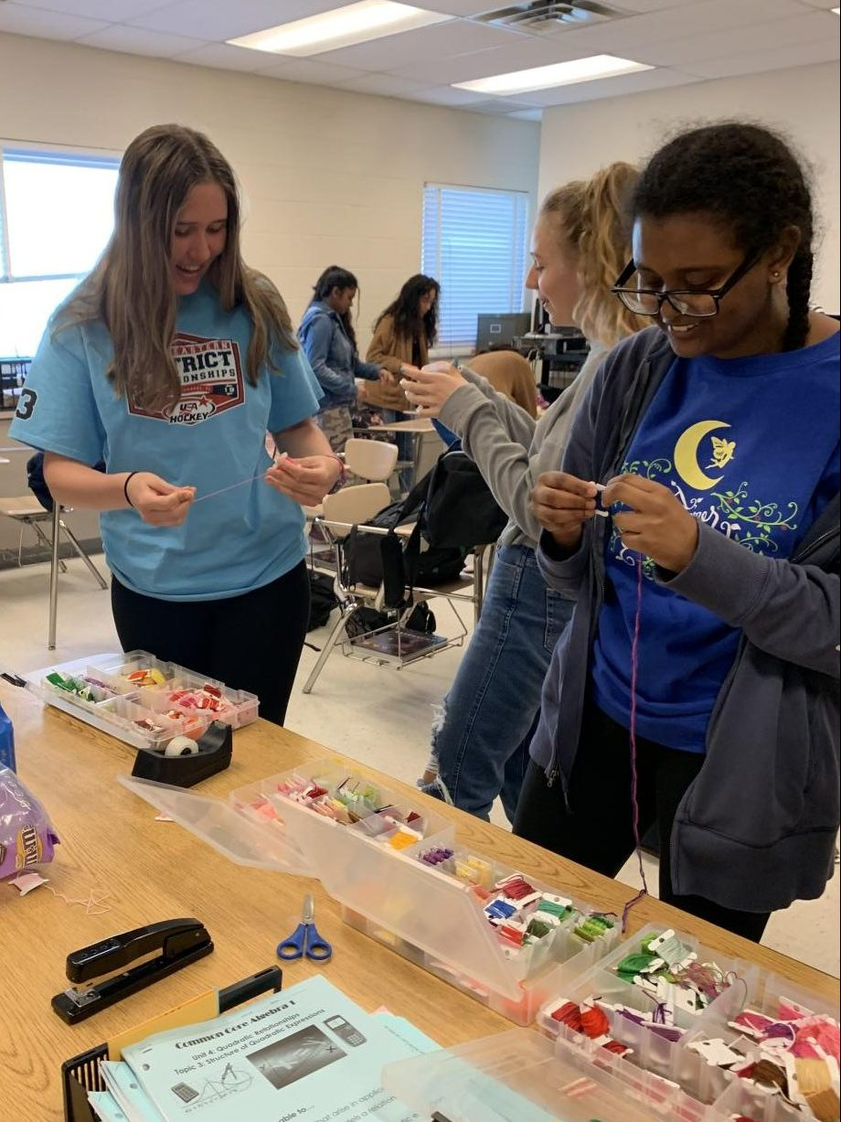 Students relax and foster new connections by making bracelets at RM's Friendship Bracelet Club.