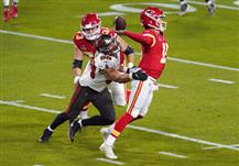 Chiefs QB Patrick Mahomes (right) was pressured on 29 out of 56 of his dropbacks in the Chiefs 33-9 loss.