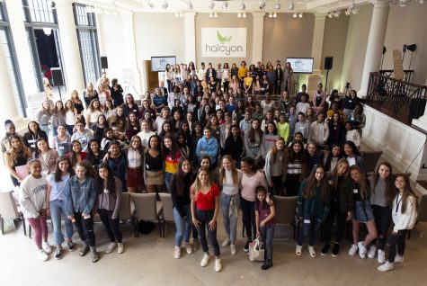 Ariel Beck and event attendees pose for a picture at the 2019 Girls Who Start entrepreneurship summit.