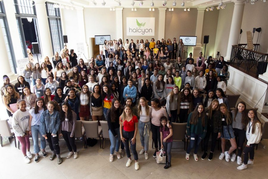 Ariel+Beck+and+event+attendees+pose+for+a+picture+at+the+2019+Girls+Who+Start+entrepreneurship+summit.+